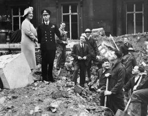 Buckingham Palace bombardato