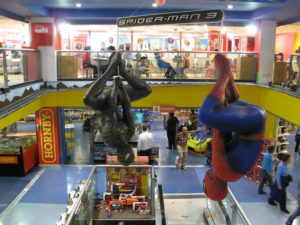 hamleys reparto hero
